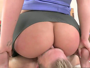 Bootylicious Julie Cash sits on fellow's face and gets fucked