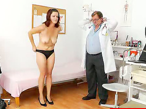 Horny woman wants her medic to cure her cootchie