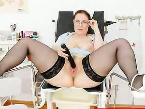 Fat arse mature lady is going to have fun with some playthings