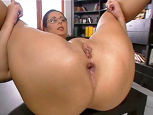 Honey Gets A Big Manstick Rammed Up Her Culo.