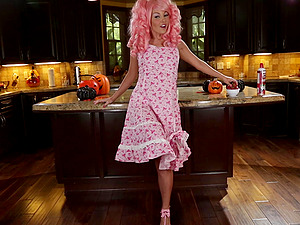 Sexy pink haired Aaliyah Love is getting her twat ready for Halloween