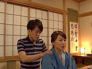 Japanese mom Yuuki Itano gets her cootchie fingerblasted and banged hard