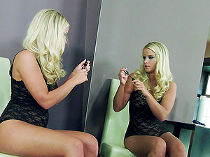 Curvy blonde Marry Queen frigs her vagina in front of a mirror