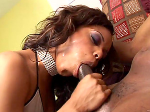 Sweet and curly black is going for an ass-fuck hook-up
