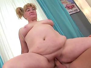 Mature Cockslut In Ponytails Gets Her Hot Cootchie Rammed