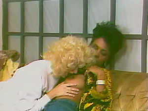 Lesbo ladies please one another in antique clip