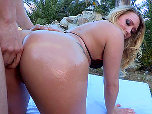 An Lubed-up Superstar Lovin? A Xxx Anal invasion Fuck On Her Couch