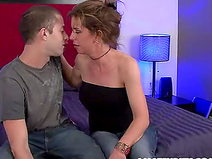 Sexy Honey Gets A Big Geyser Of Spunk In Her Mouth And Gulps