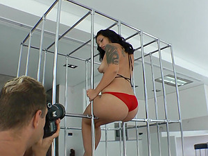 Tattooed Black-haired With A Hot Bootie Getting Bonked Gonzo