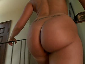 A stunner with a big butt peels off her skin taut pantyhose