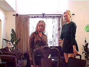 Curvy Lezzy In Miniskirt Getting Her Beaver Slurped