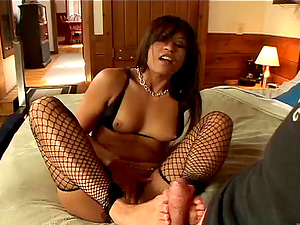 Jayna Oso favours a dude with a suck off and a footjob