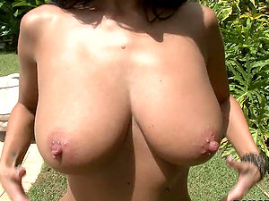 Ava Adams love bouncing with her tits and railing the jizz-shotgun