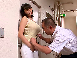Japanese Doll With Big Tits Gulps Spunk After Providing Her Dude Oral pleasure