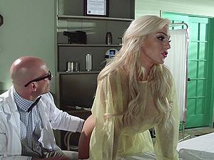 Bonnie Rotten And Mia Malkova Gets Pounded In A Xxx FFM Threesome