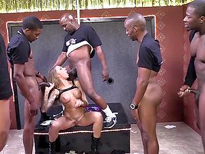Juelz Ventura luvs a mass ejaculation after sucking a few black shafts