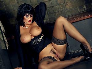 Cougar In Black Underwear And High Stilettos Masturbates Solo