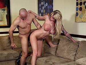 Fantastic hook-up scene with bosomy blonde Brooke Banner