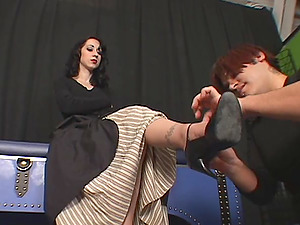 A foot worship stud licks, massages and idolizes her feet