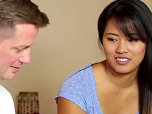 A sexy Asian rubdown damsel gives her customer a very glad ending