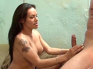 Latina shemale Foxxy gets her booty worshiped and manstick sucked