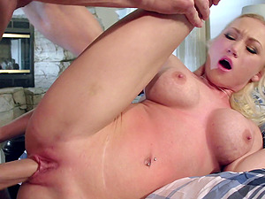 Unsatisfied wifey cheats and her paramour with a big man rod fucks her well
