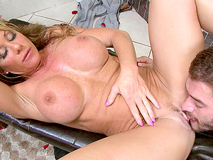 Big-boobed mama Farrah climbs out of the bathtub to love his dick