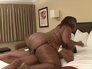 Dark-hued BBW Marshae shows that big women know how to fuck too