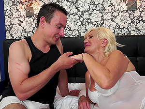 After this granny gets fucked hard she takes a raw facial cumshot