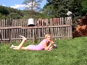 After pissing,this blonde gives a jaw ripping off blowage outdoors