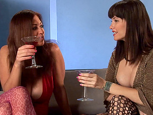 Cougars invite a jizz-shotgun to their soiree and share it all day