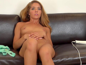 Spunky senorita spreads her gams in order to perceive the stimulations