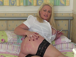 Tantalizing Mature blonde shows off her plasticity as she rails a fake penis point of view
