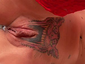 Mind-blowing Tabitha Jones takes the curvy dick into tattooed vagina