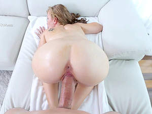 His thick shaft splits her cock-squeezing cunt broad open and makes her jizz