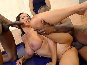 Jewels Jade cuckolds her man with two guys in the gym