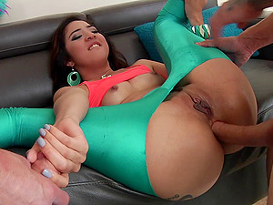 Adorable bi-atch in a pair of green spandex pants fucked in a Double penetration