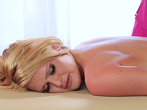 Masseuse rails that pretty face and squirts on it
