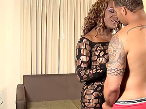 Chocolate shemale called Roxxie takes the dick up her cock-squeezing asshole