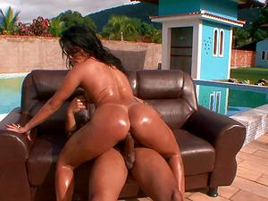 Brazilian bubble butt is breathtaking in this fuck scene