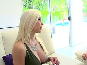 Flamboyant blonde chick wants to get screwed in all the positions
