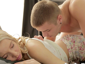 Voluptuous blonde gf receives the tender poking in the morning