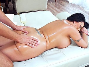 Chubby honey with the black hair getting more than just a rubdown