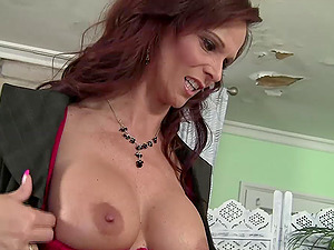 Experienced Syren De Mer demonstrating off her abilities