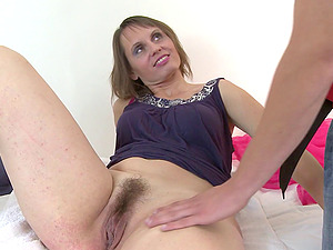 Mature chick with a big cunt gargles and spreads gams to be banged