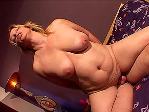 Chubby Telma still loves the perceiving of having a dick inwards the vagina