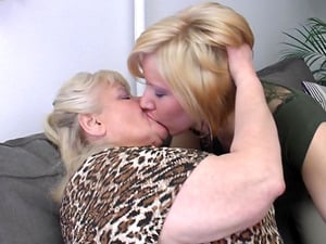 Running in rivulets humid cunts get tongued and fingerblasted in a g/g threesome