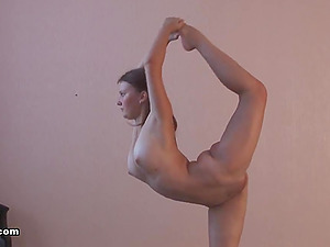 Sasha is a very supple woman who always pridefully exposes her bod