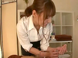 Pretty Tina Yuzuki spreads gams in order to get what she dreamed