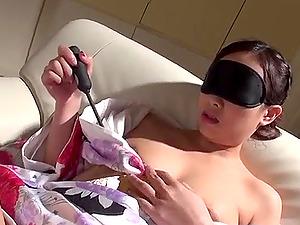 Erotic vulva have fun in solo with Saki Fujii